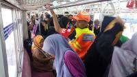 Seorang Perempuan Melahirkan Dalam KRL saat Tiba di Stasiun UI