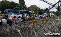 Jalan di Depan Gedung KPU Masih Ditutup Kawat Berduri & Barikade Beton