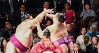 Nonton Sumo di Jepang, Reaksi Melania Trump Jadi Perhatian Warganet