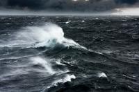 Waspada, Gelombang 4 Meter Ancam Perairan Selatan Jateng