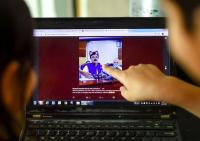 <i>Live Streaming</i> dengan <i>Filter</i> Kucing, Politikus Pakistan Jadi Viral
