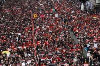 Berpakaian Hitam, Puluhan Ribu Demonstran Tuntut Pemimpin Eksekutif Hong Kong Mundur