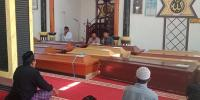 17 Jenazah Korban Kapal Tenggelam Tiba di Raas-Sumenep untuk Dimakamkan