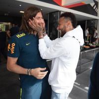 Mayoritas Fans Brasil Ingin Neymar Kembali ke Barcelona