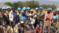 Warga Red Zone Serahkan AK-47 dan Ratusan Busur ke Satgas Indo RDB Monusco
