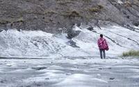 Menengok Keindahan Kawasan Gunung Bromo yang Diselimuti 'Salju'