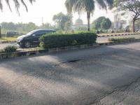 Lubang di Jalan GDC Depok Makan Korban, Wanita Pengendara Jatuh Berdarah