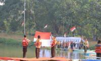 Komunitas Peduli Lingkungan Upacara HUT Ke-74 RI di Sungai Cisadane