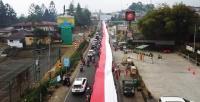 Ribuan Warga Puncak Arak Bendera Merah Putih Sepanjang 400 Meter