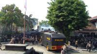 Demo Mahasiswa di DPRD Solo Ricuh, Polisi Tembak Gas Air Mata dan Tangkap Provokator
