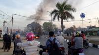 Tuntut Pengungkapan Kasus Penembakan Mahasiswa, Massa di Kendari Blokir Jalan