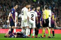 Laga Barcelona vs Madrid Ditunda, Figo: Politik Tak Boleh Dicampur dengan Sepakbola