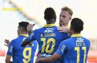 Persib Bandung Unggul 2-0 atas Persebaya di Babak Pertama