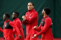 Salah Siap Main Kontra Genk, Dua Pemain Belakang Liverpool Justru Absen