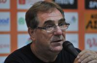 Pelatih Persib Persembahkan Kemenangan atas Arema untuk Bobotoh