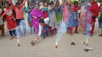 Ribuan Warga India Rayakan Penembakan Tersangka Kasus Perkosaan Dokter Hewan oleh Polisi