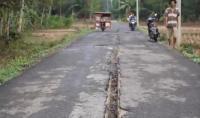Fenomena Tanah Terbelah Sepanjang 4 Km Resahkan Warga Pandeglang