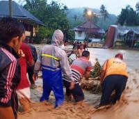 Banjir Bandang Terjang Lahat, Rumah Hanyut dan Jalan Nasional Putus