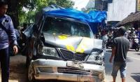 Diduga Alami Rem Blong, Mobil Patroli Polisi di Malang Hantam Sejumlah Pengendara Motor