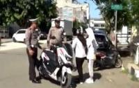 2 Siswi SMP Menangis Histeris Ditilang Polisi