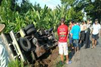 Truk Pasir Terguling ke Sawah di Wonogiri, Diduga Akibat Sopir Ngantuk