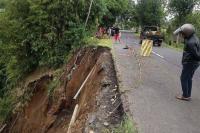 Bahu Jalan Bangli-Kintamani Ambles