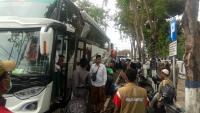 Mudik ke Sampang, Rombongan Santri Dicek Kesehatannya
