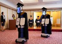 Di Tengah Pandemi Covid-19, Universitas Jepang Gelar Upacara Kelulusan dengan Robot