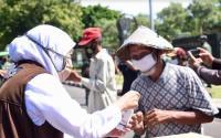Khofifah Minta Masyarakat Lindungi Lansia dari Virus Corona