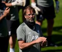 Klopp Pimpin Skuad Liverpool Beri Ucapan Ulang Tahun ke Steven Gerrard