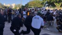 Demo Damai Kematian George Floyd, Polisi dan Pedemo Berlutut dan Doa Bersama