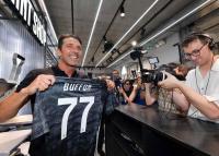 Buffon Didukung Terus Bermain Lampaui Usia 43 Tahun