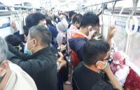 KRL Commuter Padat Sore Ini, Berikut Penampakan Penumpang di Dalam Kereta