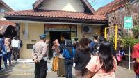 Polres Cirebon Dipadati Warga Mengurus SKCK di Tengah Pandemi Corona