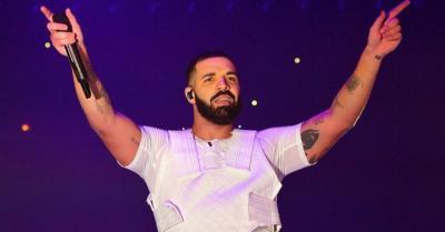 Drake Merasa Beruntung Adele Hadir di Konsernya
