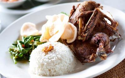 Makan Siang Spesial dengan Bebek Goreng Madura