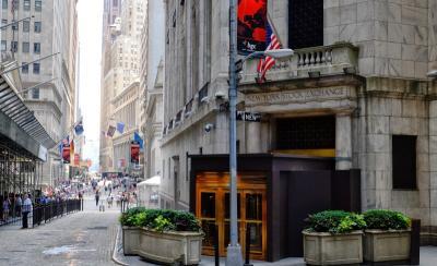 Sinyal The Fed Naikkan Suku Bunga Bungkam Wall Street