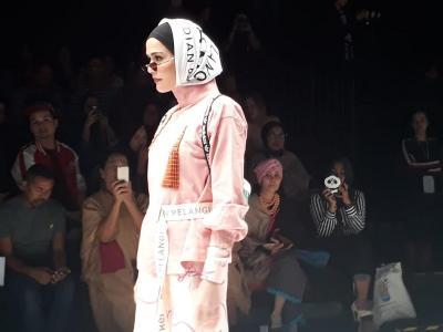 Jakarta Fashion Week 2019, Dian Pelangi Tampilkan Athleisure Look