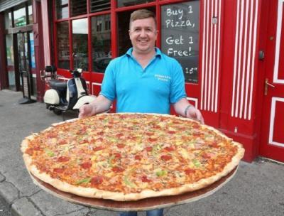 Makan Pizza Berdiameter 32 Cm Berhadiah Rp8 Juta, Mau Coba?