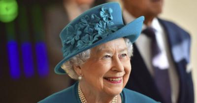 Ini Alasan Ratu Elizabeth Makan Pisang dengan Garpu dan Pisau