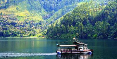 Penasaran dengan Cantiknya Danau Toba, Ini 5 Spot Menarik untuk Disambangi!