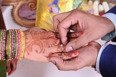 Kesal dengan Tamu Tak Dikenal Hadir di Pernikahan? Suruh Bayar Saja seperti di India!