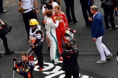 Hamilton Tetap Bakal Juara Dunia F1 dengan Mobil Ferrari