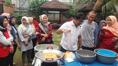Caleg Perindo Berikan Pelatihan Cooking Class di Depok