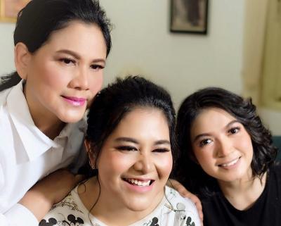 Cantiknya Iriana Jokowi, Kahiyang Ayu dan Menantu Tampil dengan Make-Up Natural