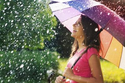 3 Mitos Menghentikan Hujan, Unik Banget!