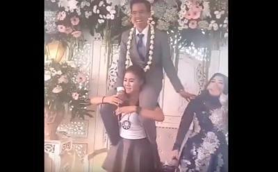 Viral, Biduan Ajak Mempelai Pria 'Njot-Njot' di Pelaminan