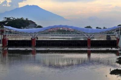 Jembatan Kaca Tirtonadi Jadi Ikon Baru Solo, Tapi Tak Dibuka untuk Umum