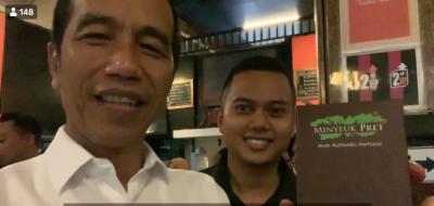 Layaknya Influencer, Ini Gaya Jokowi Saat Promosikan Minyak Pret, Minyak Wangi Asli Aceh