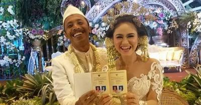 Selamat! Furry Setya 'Mas Pur' Resmi Menikah